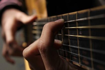 Gitarre lernen und Gitarrestücke spielen